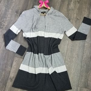 Gray and white hooded cardigan